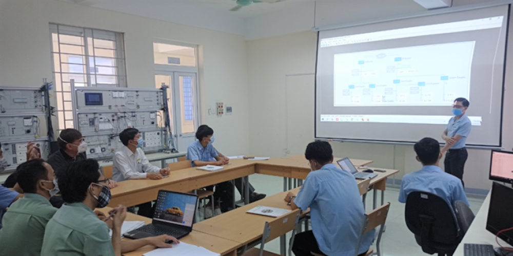 Participants were introduced about the KNX system in a building