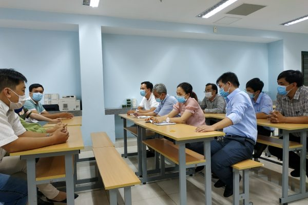 TV Battle - The participants are divided into 2 groups to have critical discussion about traditional and online learning