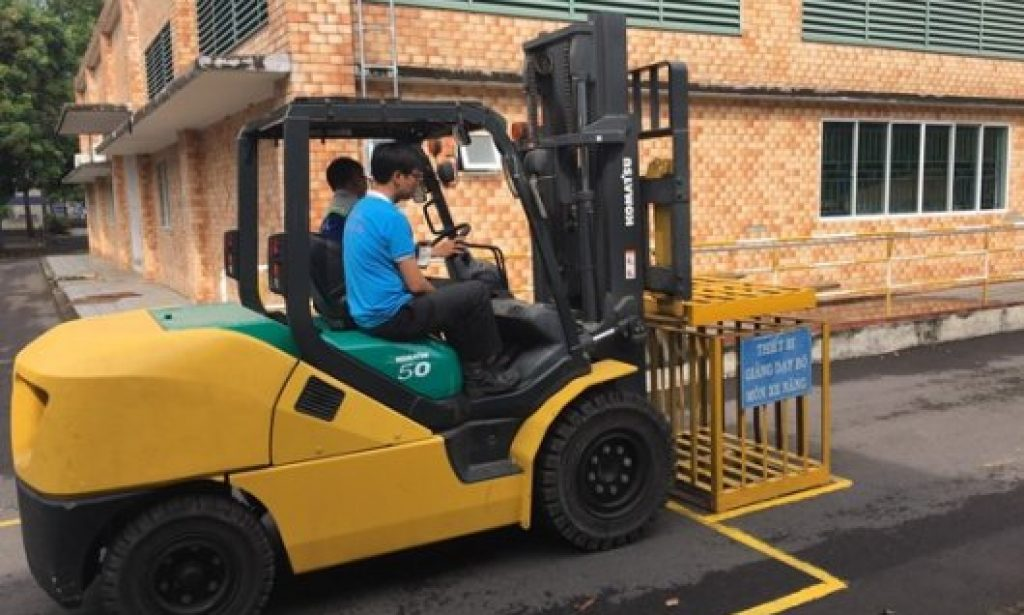 First, the trainer would operate the forklift truck by himself and let the participants observe him from the beginning to the finishing stage